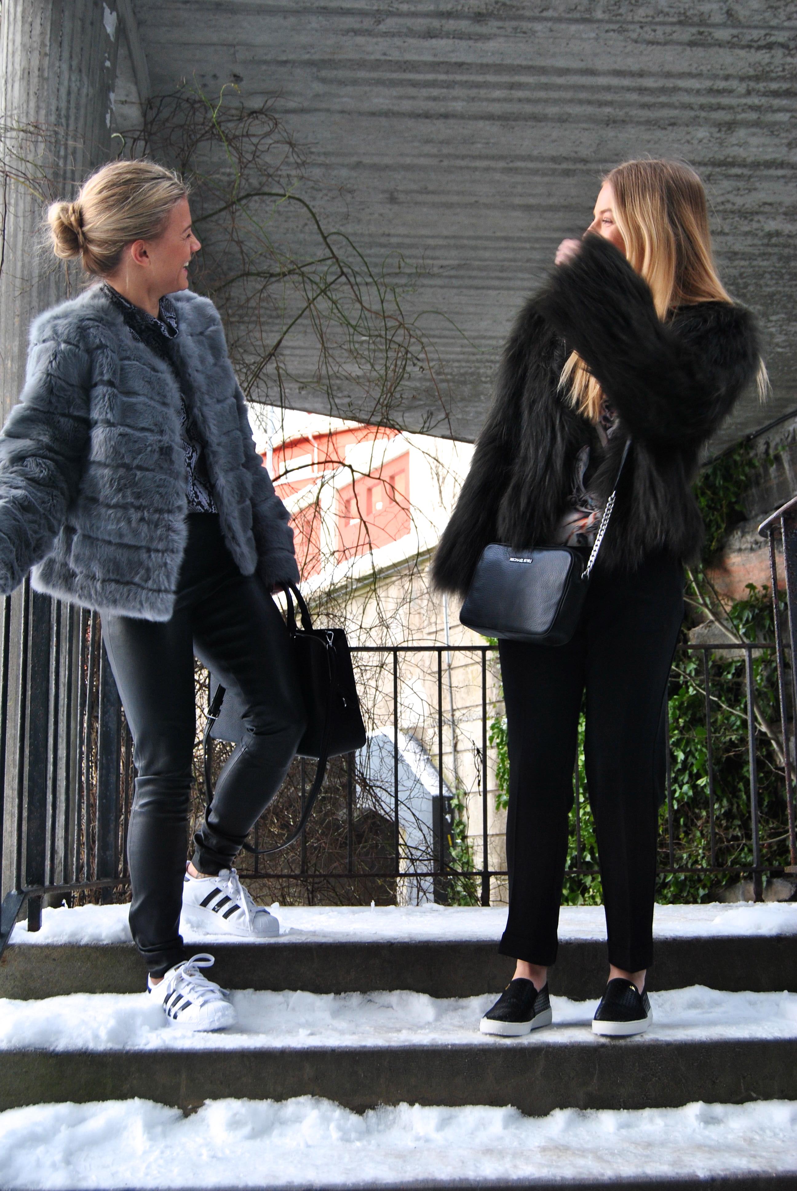 8a6f3916 Karianne har valgt en tøff skinnbukse fra by Malene Birger, mens Malene går  for en comfy bukse fra Samsøe Samsøe.