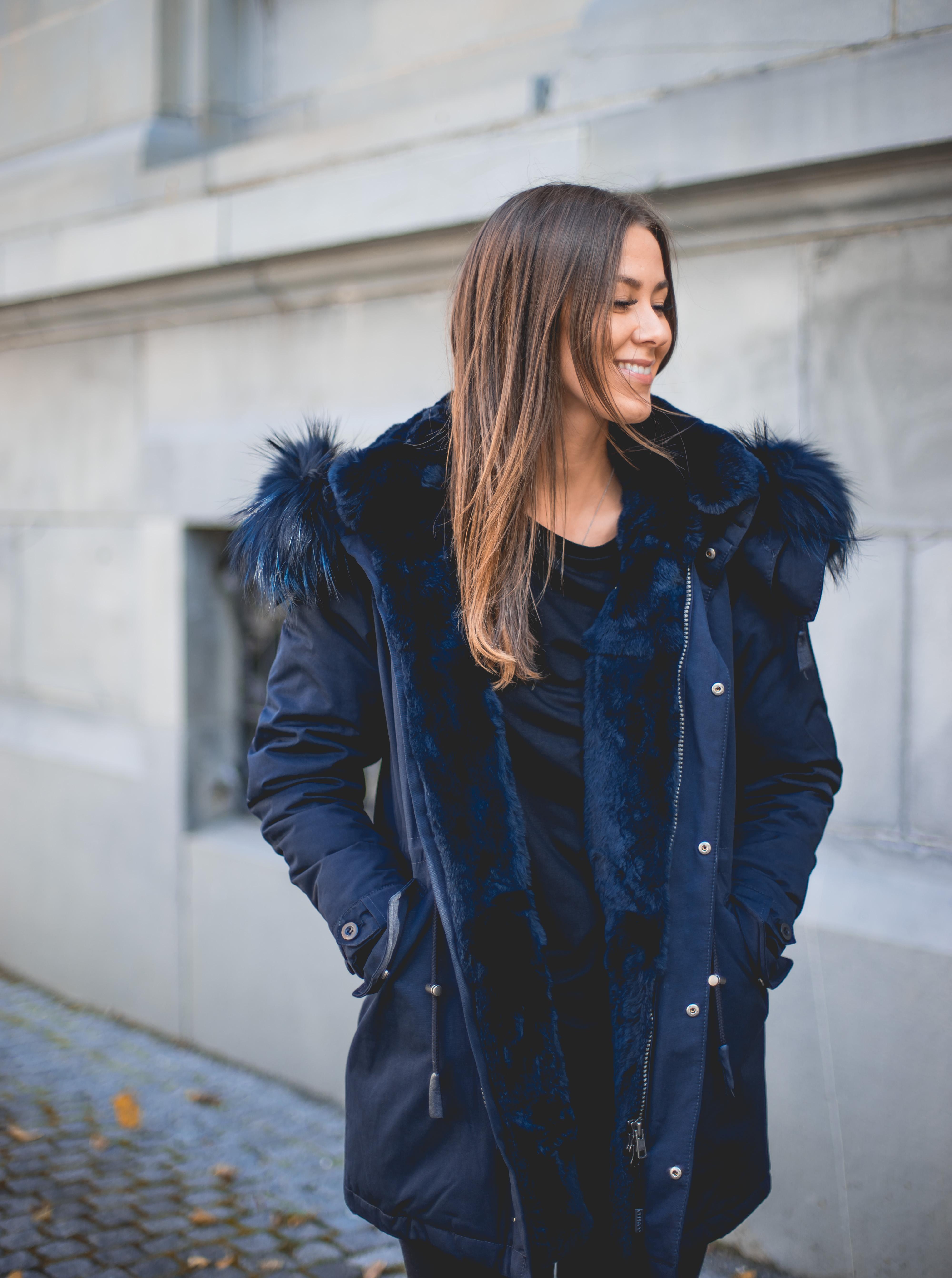 7f3f1106 Den kraftige pelsen og smale passformen er veldig feminin og kledelig.  Dette er en jakke man kan bruke på de kaldeste vinterdagene og samtidig  føle seg ...